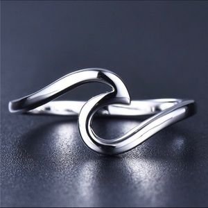 Jewelry - 🌹NEW Sterling Silver Wave Ring